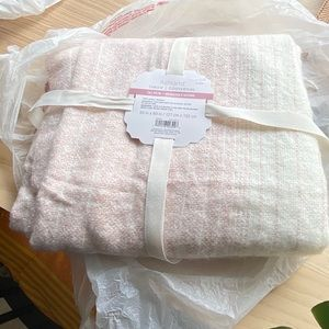 Throw blanket (new in packaging)